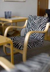 Armchair-402-Zebra-Restaurant-Savoy-1838119